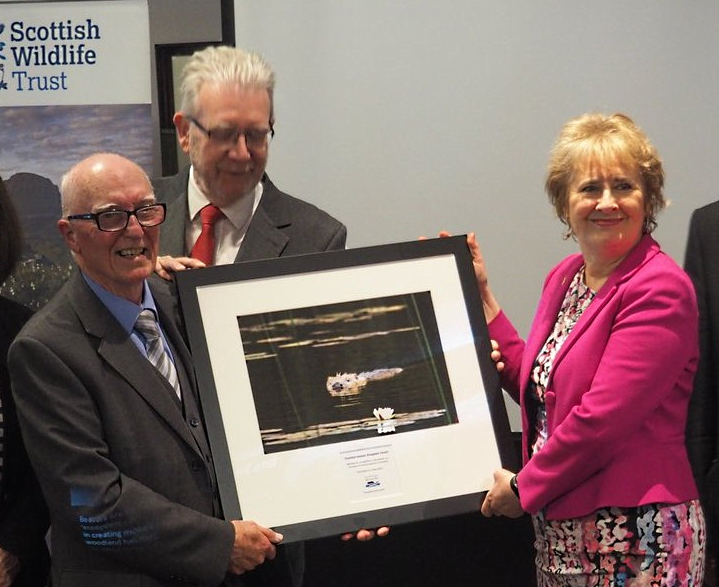 Presenting a beaver picture to the Scottish Govt